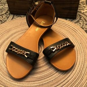 BLACK FLAT SANDALS WITH ANKLE STRAP